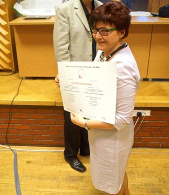 Rozdanie certyfikatów PTMEiAA - dr Elżbieta Zdanowska Fot. Rynek estetyczny