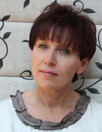 Monika Nunberg-Sawicka, lekarz, zajmująca się medycyną estetyczną, wykładowca i certyfikowany trener w Międzynarodowym Centrum Kształcenia Medycyny Anti-Aging, członek Stowarzyszenia Lekarzy Dermatologów Estetycznych oraz członek – założyciel Polskiego Towarzystwa Mezoterapii. Ekspert i szkoleniowiec firmy Teoxane.