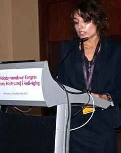 Olga Dębska podczas wykładu na XIII Międzynarodowym Kongresie Medycyny Estetycznej i Anti-Aging w Warszawie w 2013 r. Fot. Rynek estetyczny